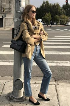 Mode Dope, Denim Fashion, Fashion Outfits, Estilo Jeans, Formal Dresses With Sleeves, French Street Fashion, Minimal Fashion, Parisian Style, Street Style Women