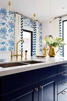 navy blue and white #kitchen