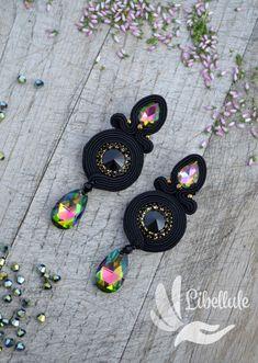 Soutache Earrings, Boho Earrings, Mode Alternative, Funny Tattoos, Jewelry Box, Jewellery, Travel Design, Handmade Necklaces, Swarovski Crystals