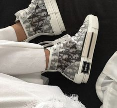 these dior kicks are insane Moda Sneakers, Sneakers Mode, Sneakers Fashion, Fashion Shoes, Shoes Sneakers, Shoes Heels, Air Jordan Sneakers, Dior Shoes, Nike Air Jordans