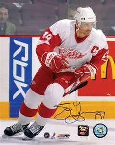Steve Yzerman - fav all time athlete Hockey Mom, Ice Hockey, Steve Yzerman, Red Wings Hockey, Detroit Sports, Go Red, World Of Sports, Detroit Red Wings, Best Player