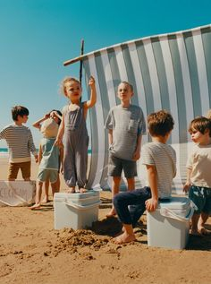 Diana Son, Beach Editorial, Kid Essentials, Beach Kids, Kid Character, Happy Socks, Kid Styles, Kind Mode, Kids Wear