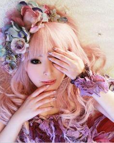 Classical lolita fashion ♥ So beautiful Gyaru Fashion, Pastel Fashion, Harajuku Fashion, Japan Fashion, Kawaii Fashion, Lolita Fashion, Cute Fashion, Pastel Hair, Pastel Goth
