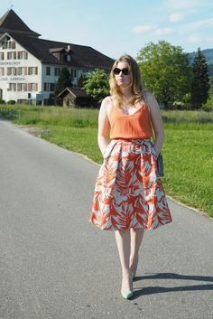 How to style bright colors for Summer - see my Blogpost on this A-Line dress from H&M on my Fashionblog.