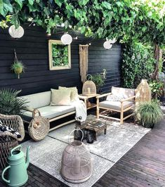 Gorgeous Small Patio Design Ideas You Must Have - Just because you have a small amount of space for small patio landscaping does not mean that you cannot create a stylish and relaxing patio. Small Patio Design, Garden Design, Outdoor Rooms, Outdoor Living, Outdoor Decor, Style At Home, Small Courtyards, String Lights Outdoor, Home Fashion