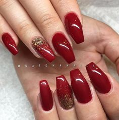 What Christmas manicure to choose for a festive mood - My Nails Cute Nails, Pretty Nails, My Nails, Homecoming Nails, Prom Nails, Red And Gold Nails, Red Christmas Nails, Gold Acrylic Nails, Dipped Nails