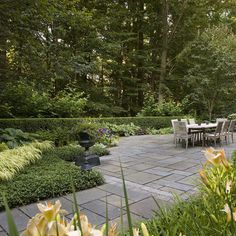 Get tips from professional landscape designers on how to design a large patio. See pictures of large patios and get ideas for your own property. Flagstone Patio, Concrete Patio, Slate Patio, Bluestone Pavers, Patio Slabs, Paved Patio, Rustic Patio, Patio Design, Garden Design