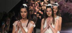 Per stupire con semplicità è importante scegliere un accessorio per capelli da sposa dal carattere unico o dal gusto esotico.
