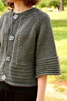 Scarlett ' s cardi stricken Muster von annie riley Strickmuster loveknitting. Free Knitting, Baby Knitting, Knitting Sweaters, Knitting Patterns, Crochet Patterns, Knitting Ideas, Bolero Pattern, Knit Vest Pattern, Grey Gloves