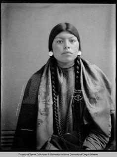 Ku-mas-sag, Cayuse woman, in regalia in Moorhouse yard/studio. Native American Beauty, Native American Photos, Native American Tribes, Native American History, American Symbols, American Girl, Native Indian, First Nations, Woman