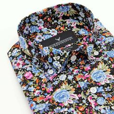 Give your look some tropical vibe for the summer with the Venize button-down shirt