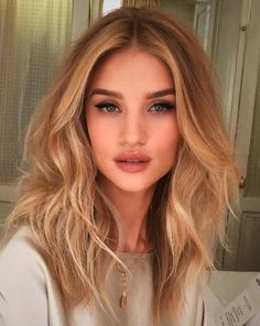 50 Perfect Blonde Balayage Hair Color Trends For Short Hairsyles 2017 Sombre Blond, Hair Color Balayage, Blonde Balayage, Hair Highlights, Rosie Huntington Whiteley, Celebrity Hairstyles, Messy Hairstyles, Latest Hairstyles, Long Haircuts