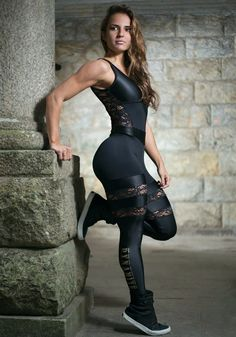 Read fitness articles & learn how to lose belly fat, how to gain muscle, how to sleep better, & learn about nutrition. Workout Attire, Workout Wear, Workout Jumpsuit, Sport Fashion, Fitness Fashion, Brazilian Workout, Yoga Training, Estilo Fitness, Muscle Girls