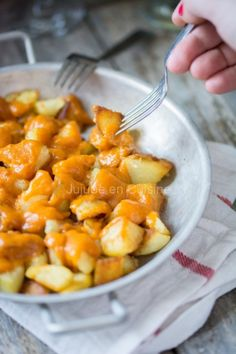 Patatas bravas Plus Patatas Bravas Sauce, Vegetarian Recipes, Cooking Recipes, Fun Easy Recipes, World Recipes, Meal Planner, Soul Food, Food Videos, Spain