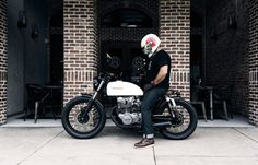 Seeing this honda cafe racer for the first time really made me want to paint my cafe racer white. Great job on the honda cafe racer Cb350 Cafe Racer, Cafe Racer Honda, Cafe Racers, Honda Cb250, Cb 500, Motorbike Design, Retro Motorcycle, Custom Cafe Racer, Vintage Cafe