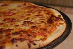 Bread Machine Pizza Dough Recipe New Bread Machine Pizza Dough Pizza Snacks, Eat Pizza, Recipe For Bubble Pizza, Communion Bread Recipe, Low Calorie Bread, Bread Machine Recipes, Bread Recipes, Quick Snacks, Dough Recipe