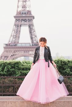 Hi girls,Pink and Paris go together like a dream! Especially if we are talking about this fabulous pink tulle skirt of mine (shop here)!My favorite spot to take Eiffel Tower photos is at Trocadéro early in the morning before it gets crowded, or right by the Tower in the afternoon. I love…