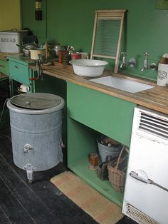 Kitchen in Prefab possibly in Prefabs Excalibur Estate, Catford Vintage Kitchen Appliances, 1940s Kitchen, Victorian Kitchen, Mini Kitchen, Old Kitchen, Kitchen Decor, Kitchen Layout, Kitchen Interior, 1940s Home