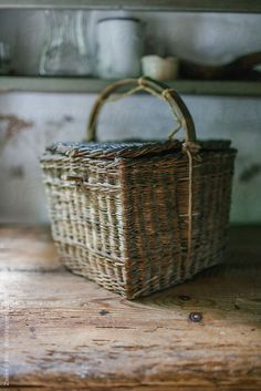 square basket with lid + handle