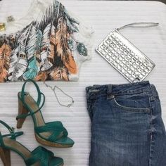 I just discovered this while shopping on Poshmark: Feather Printed Crop Top. Check it out! Price: $13 Size: L
