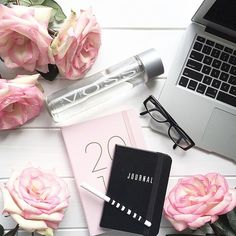 """2,094 tykkäystä, 71 kommenttia - • J O D I • Flowers & Flatlays (@jodianne_) Instagramissa: """"• on my desk •  A lot of daydreaming today... How was your day?  #voss  #asparklinglife #onmydesk…"""""""