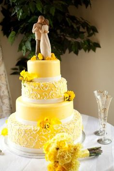 Love Wedding Cakes I never thought to do the willow tree couple as a cake topper! This is Beautiful Yellow Wedding Cake Yellow Wedding Flowers, Wedding Table Flowers, Wedding Colors, Yellow Weddings, Wedding Ideas, Yellow Wedding Cakes, Cake Wedding, Floral Wedding, Wedding Bouquets