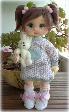 tutorial en mi canal manualilolis Home Decor, Tela, Doll, Stuff Stuff, Cloth Art Dolls, Beautiful Things, Trapillo, Felting, Tutorials