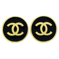 Pre-owned Chanel CC Logo Gold Tone Metal Black Round Earring (13,145 DOP) ❤ liked on Polyvore featuring jewelry, earrings, chanel jewellery, preowned jewelry, logo jewelry, earring jewelry and pre owned jewelry
