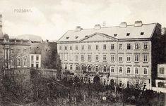 Ppostavený v roku 1842 podľa projektu Ignáca Feiglera st. Zo strany námestia sa v paláci koncom 19. storočia nachádzalo šľachtické kasíno. Bratislava, Louvre, Building, Travel, Viajes, Buildings, Destinations, Traveling, Trips