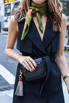 These are easy ways to tie a scarf like a fashion girl! Effortlessly chic, and it makes for the perfect summer street style look...