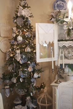 My Romantic Home - what a lovely tree - i want to have a Christmas High Tea