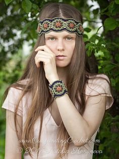 Midsummer headband and bracelet crochet pattern / tutorial with step-by-step pictures, written instructions and charts.