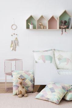 Con la colección de cojines Zoo será como tener el zoo dentro de casa. Un oso, un león, un elefante y un flamenco super bonitos para la habitación de los peques. #kids #deco #inspiration