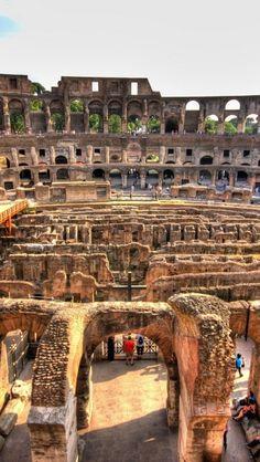 Dentro del Coliseo, Roma, Italia.