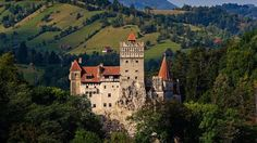 Are you planning to visit the Dracula-famed Bran Castle situated on the top of a mountain in central Romania? The historic Poenari Castle is closed these days for th… Bran Castle Romania, Comte Dracula, Real Castles, Dracula Castle, Visit Romania, Destinations, Fairytale Castle, Italy Tours, Expensive Houses