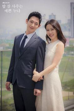 Pretty Noona who buys me food - Jung Hae in & Son Ye ❤❤ Something in the Rain Drama Asian Actors, Korean Actors, Korean Idols, Korean Dramas, Korean Star, Korean Girl, Rain Drama, Jung Hyun, Movie Magazine