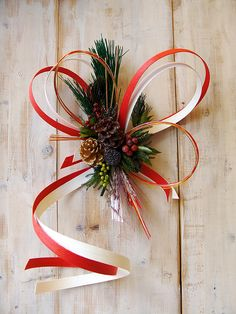 お正月飾 Easy Christmas Ornaments, Flower Ornaments, Christmas Diy, Christmas Decorations, Xmas, Japanese Colors, Japanese Flowers, Christmas Arrangements, Floral Arrangements