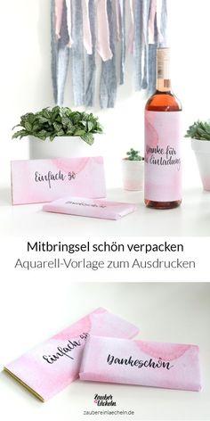 Schnell noch ein Mitbringsel verpacken? Ganz einfach mit diesen kostenlosen Geschenkpapieren zum Ausdrucken für Wein und Schokolade. Mit den handgeletterten Texten Einfach mal so, Dankeschön und Danke für die Einladung.