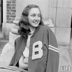A cool fashion fad in the was when boys would give their girlfriends their lettermen jackets. It just showed everyone that their boyfriend was a jock. 1940s Fashion, Vintage Fashion, 1950s Fashion Menswear, Club Fashion, Victorian Fashion, Fashion Fashion, Letterman Sweaters, Letterman Jackets, Varsity Jackets