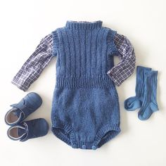 Guttefin Og perfekt eksempel på det elskelige ved @ministrikk sine oppskrifter, de er anvendelige, holdbare, og perfekte til små justeringer, som gir helt andre uttrykk! Her er #winterplaysuit blitt #springplaysuit #javielskerministrikk#instaknit#knitting#knitstagram#knittersofinstagram#bonpoint#guttestrikk#babyknits#babystrikk#strikktilgutt#strikktilbaby#guttefin#ministil#ministrikk#myministrikkoutfit