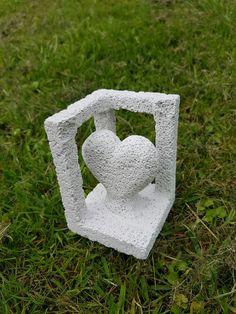 Unleashed Heart - wieder eine Handgearbeitete Skulptur aus Ytong Beton Design, Facebook Sign Up, Symbols, Letters, Architectural Materials, Sculptures, Handarbeit, Letter, Lettering