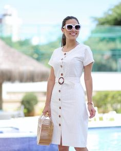 A imagem pode conter: 1 pessoa, em pé, óculos de sol e atividades ao ar livre Simple Dresses, Pretty Dresses, Casual Dresses, Indian Designer Outfits, Designer Dresses, Jumpsuit Dress, Shirt Dress, Modest Fashion, Fashion Dresses