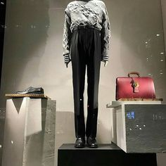The runway collection #burberry #windowdisplay #visualmerchandising #visualmerchandiser #retaillife #vmdaily Via @mycolourgrey