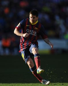 Lionel Messi of FC Barcelona takes a free kick during the La Liga match between Real Valladolid CF and FC Barcelona at Estadio Nuevo Jose Zorillo on March 8, 2014 in Valladolid, Spain.