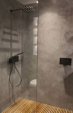 The polished concrete floor and walls contrast with the warmth of the wooden shower tray. Designed by P&PInteriors Bathroom Concrete Floor, Concrete Shower, Shower Floor Tile, Wooden Bathroom, Concrete Floors, Bathroom Flooring, Shower Walls, Shower Base, Concrete Wall
