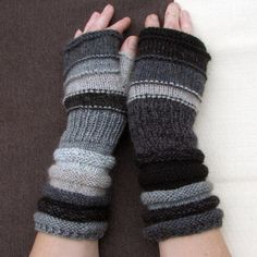 Black and white fingerless How to salt and pepper! Unmatched Hand Knit Striped Arm Warmers with upcycled wool and kid mohair Loom Knitting Patterns, Knitting Stitches, Hand Knitting, Knitting Tutorials, Hat Patterns, Stitch Patterns, Fingerless Gloves Knitted, Knit Mittens, Wrist Warmers