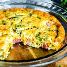 Low Carb Ham and Cheese Crustless Quiche is filled with broccoli, ham, and cheese. It's a great low carb breakfast or make ahead brunch recipe. Ham And Eggs, Make Ahead Brunch Recipes, Breakfast Recipes, Low Carb Recipes, Cooking Recipes, Healthy Recipes, Recipes With Ham, Biscuits Keto, Ham And Cheese Quiche