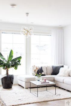 pholc tage, moderni kattokruunu, interior, olohuone Home Living Room, Living Room Designs, First Home, Home Organization, Sweet Home, Couch, Interior Design, Lifestyle, Bedroom