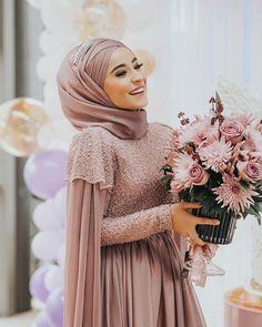 Hijab styles 734157176733138975 - Islamic Fashion, Muslim Fashion, Hijab Fashion, Hijab Style Source by Muslimah Wedding Dress, Muslim Wedding Dresses, Muslim Dress, Bridal Dresses, Bridesmaid Dresses, Dress Wedding, Muslim Brides, Muslim Hijab, Muslim Couples