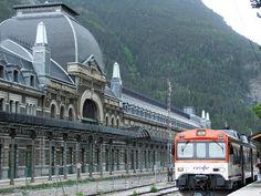 Estación internacional de Canfranc (Huesca, Pirineos).